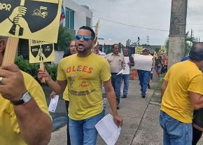 Puerto Rico teachers demand the reopening of closed schools