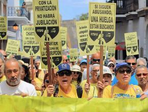 Puerto Rican teachers strike to defend public education