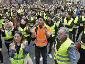 """""""Yellow vest"""" protesters take to the streets of Toulouse, France"""