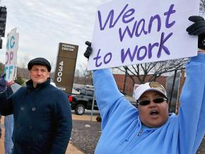 Federal workers in St. Louis protest Trump's shutdown