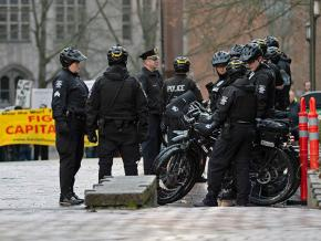 Police provide security for the far right at the University of Washington