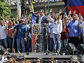Right-wing coup leader Juan Gauidó rallies his supporters in Caracas
